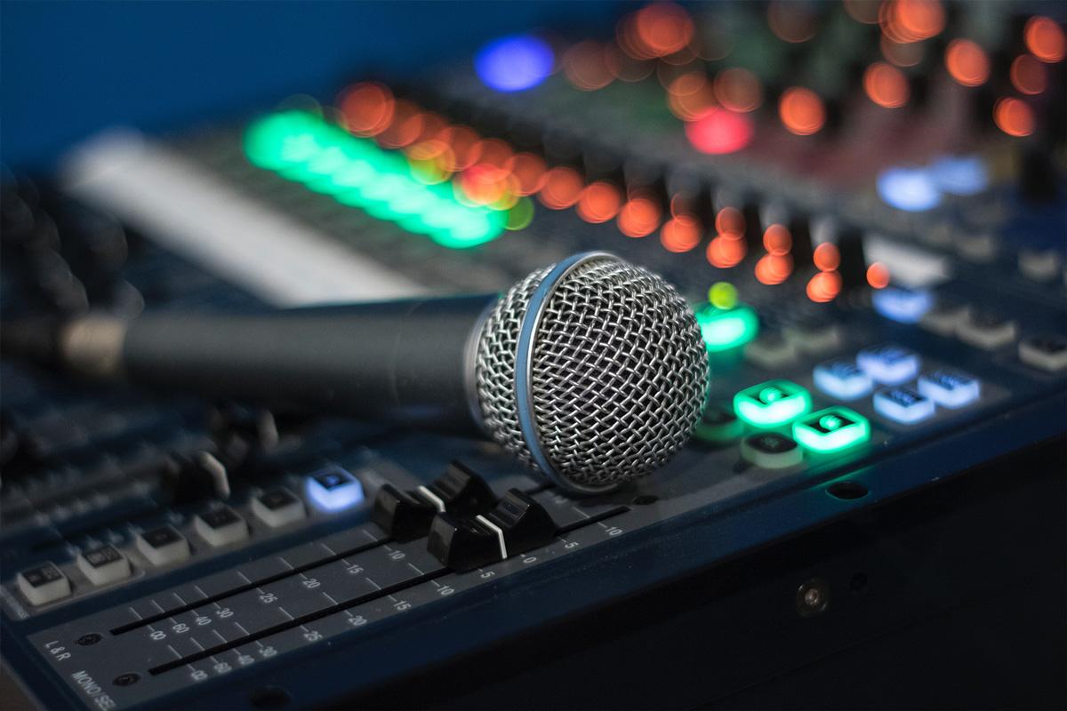 Jak rozpocząć tworzenie podcastów? – Poradnik w 4 krokach.